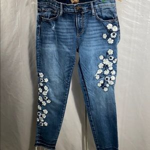Driftwood embroidered white flower jeans